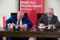 Prof. Zbigniew Błocki, dyrektor NCN i prof. Martin Stratmann, prezydent Towarzystwa Maxa Plancka - podpisanie porozumienia, fot. Michał Niewdana
